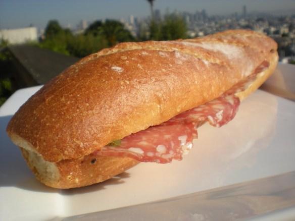 Salami sandwich La Boulange de Noe